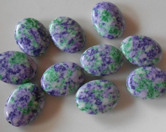 Pack of 10 synthetic howlite oval beads, mauve & mint