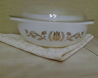 Pyrex 024: Golden Tulip Round Refrigerator or Casserole Dish 2 Quarts With Lid