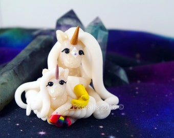 Mummy & baby unicorn scuplture with tiny duck