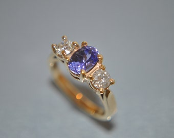 14k Yellow gold 3-stone Ring with a Rich indigo .90ct Tanzanite and 0.48 ctw Diamond Sides Sz 5.5