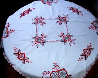 Hand made, Lace Hungarian embroidered tablecloth 85 cm