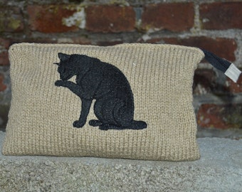 Kit made knitted with black cat
