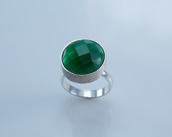 925 Silver Ring with Green agate in cabochon shape Taye