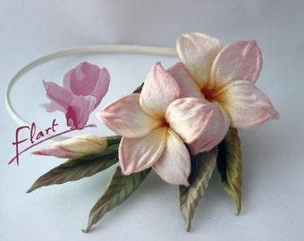 Plumeria, Frangipani hair comb, Frangipani Bridal Hair Accessory, Plumeria Wedding Hair Accessory, Fabric flower, Handmade flower fascinator