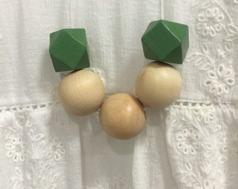 Wooden bead necklace // natural and green // hand painted