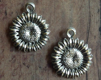 Sunflower charm (1 sided) silver plated pewter (1 piece) - sunflower pendant, flower charm, nature charm, florist charm, garden charm, CC13