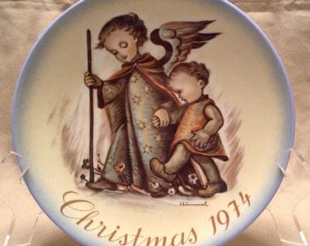 """Sister Berta Hummel Christmas Plate (c. 1974 – Schmid Bros.) title """"The Guardian Angel"""". Limited Edition"""