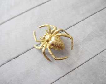 Spider brooch Gold Spider pin Spider lapel pin Brass bug brooch Nature Woodland Wedding Bridesmaids Bridal Gifts for her