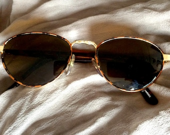 80s / 90s, Small Tortoise Shell Sunglasses