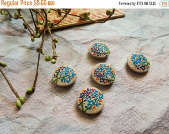 15% OFF Set of 5 Fabric Buttons, 20mm buttons, Floral Fabric Buttons, Decorative Buttons, Fabric Covered Buttons, Beige Buttons