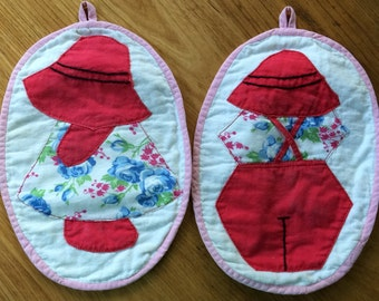 Pair of Vintage Sun Bonnet Hot Pads