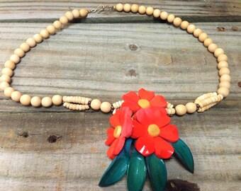 VINTAGE: Large  Wood Necklace - Colorful Necklace.{D1-116#00307}