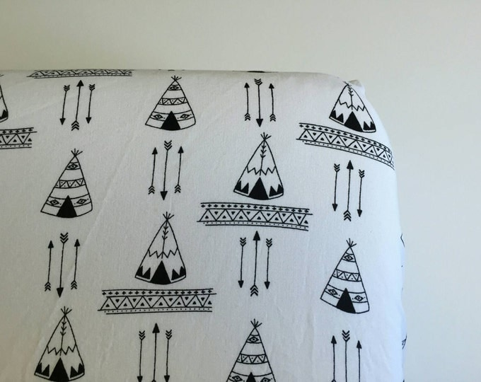 Black and white tepees and arrows