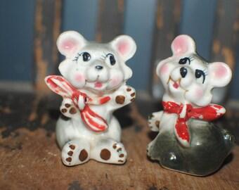 Vintage Kitschy Small Ceramic Bears/Vintage Nursery Decor/Vintage Cake Toppers/Porcelain Figurine
