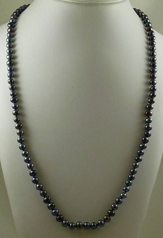 Freshwater Black Pearl Single Pearl Necklace 14k White Gold Clasp