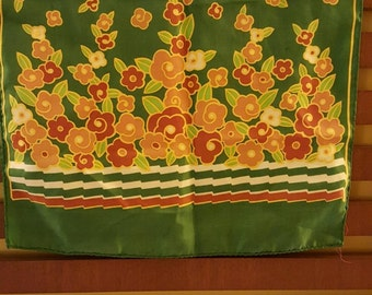 Scarf green with flowers
