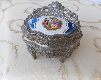 Vintage jewelry box decorated with porcelain, years ' 50