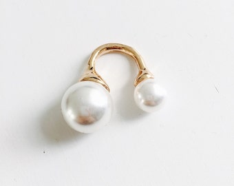 Ring with oversized pearls