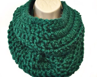 Green Infinity Scarf, Green Loop Scarf, Green Scarf, Green Crochet Scarf, Green Winter Scarf, Green Scarves, Chunky Scarf, THE DENALI