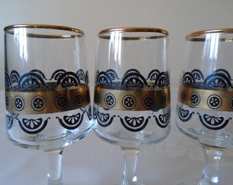 Black and gold sherry/port  glasses  x 6