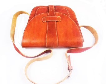 LADIES MESSENGER LEATHER bag