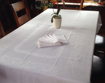 Vintage Damask 5'x9' 1930's American TABLECRAFT Tablecloth with 8 Napkins