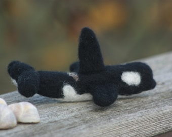 Orca Whale Needle Felted Ornament. Orca Decoration. Needle Felted Christmas Ornament.