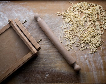 """Especially Puglia - """"Chitarra"""" pasta maker in natural wood with rolling pin"""