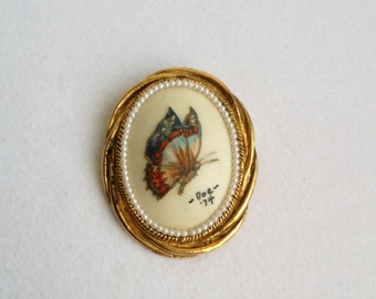 Vintage Gold Tone Faux White Seed Pearl Hand Painted Butterfly Brooch Pendant