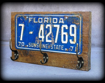 coat rack, towel hooks, hat rack, license plate, hallway, American, U.S., upcycled, Florida, man cave, entryway, reclaimed wood coat hook