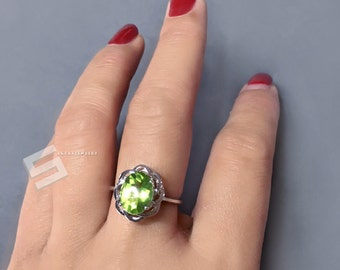 3Ct. Peridot Ring, Sterling Silver Peridot Ring, August Birthstone Ring, Peridot Ring, Silver Ring, Apple Green Peridot, Size 6.5