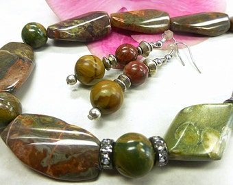 Beautiful Jasper set with ryolith stone