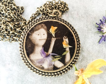 hand made charm necklace-Fife player with real flowers