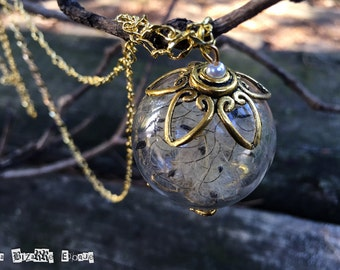 Sinuous seed necklace