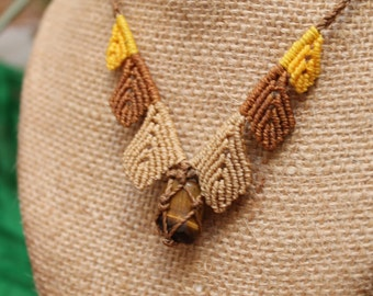 Necklace macrame with Brown leaves