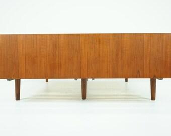 306-121 Danish Mid Century Modern Teak Bed by Hans Wegner Getama w/ Bedsides