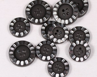 15 20mm or 25mm, metal, black and silver, 4-hole buttons (3820)