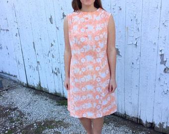 Vintage 1960s peach cotton shift dress / 60s dress / 60s floral dress / 60s shift dress / medium