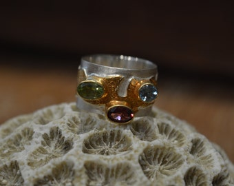 Ring in silver and plated hammered gold set with semi precious stones