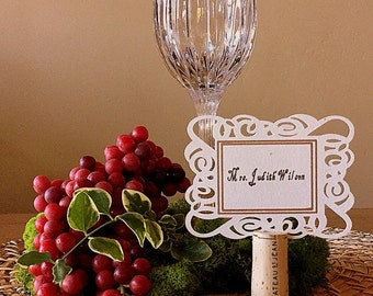 Elegant Placecard with Graceful Scrolling