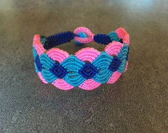 dream lace cuff.