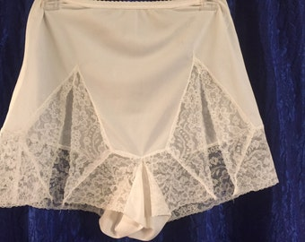 Vintage White Lace Tap Shorts
