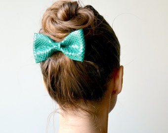Emerald green leather hair bow / Bow clip / Hair accessories for children / Emerald green patent leather