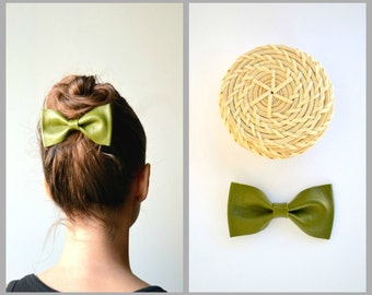 Olive green leather bow / Bow hair clip / Hair accessories / Olive green leather