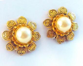 Vintage, Damascene, Toledo, flower earrings, vintage earrings, vintage Damascene earrings, Damascene clip on earrings, wedding earrings