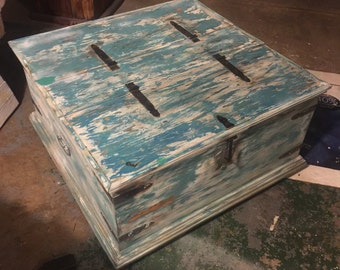 Coffee table/Hutch/Quilt Storage