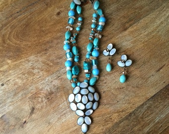 Adornment turquoise and nacre.