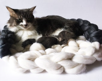 Cat Bed, Chunky knit Pet bed, Pet cave, Pet Bedding, Chunky Cat bed, Merino Wool Cat cave, Wool Pet bed, Chunky yarn