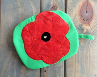 Red Poppy Quilted Potholder //