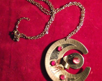 Vintage MODA Handmade in Malta MODERNIST Pendant NECKLACE with dark Pink glass stones.